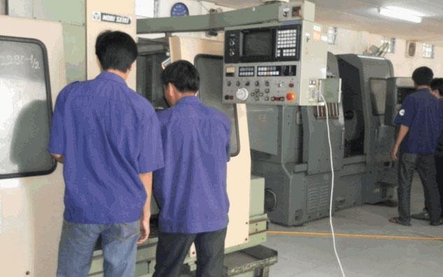 Học Kỹ Thuật Phay CNC Tại Trường Trung Cấp Đông Sài Gòn